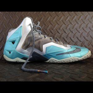 abd0c1ec166 Nike Shoes - Nike Lebron James XI used size 10.5 Gamma